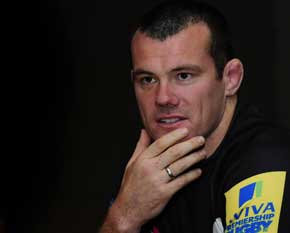 exeter chiefs skipper tom hayes in conversation, image courtesy and copyright pinnacle photo agency uk